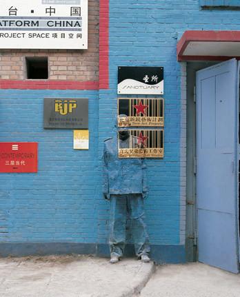Liu Bolin...invisible man… Unreal!