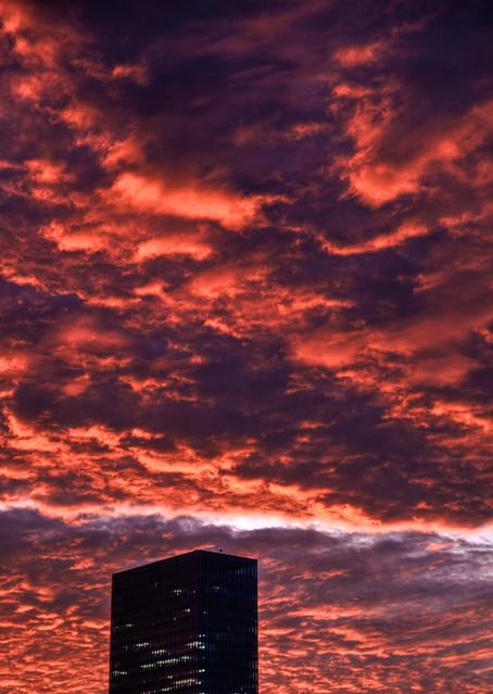 Messeturm & brennender Himmel