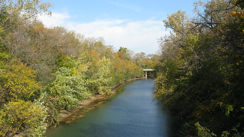 Autum along the north branch of the Chicago River. Wilmette Illinois. October 2009. by Eddie from Chicago