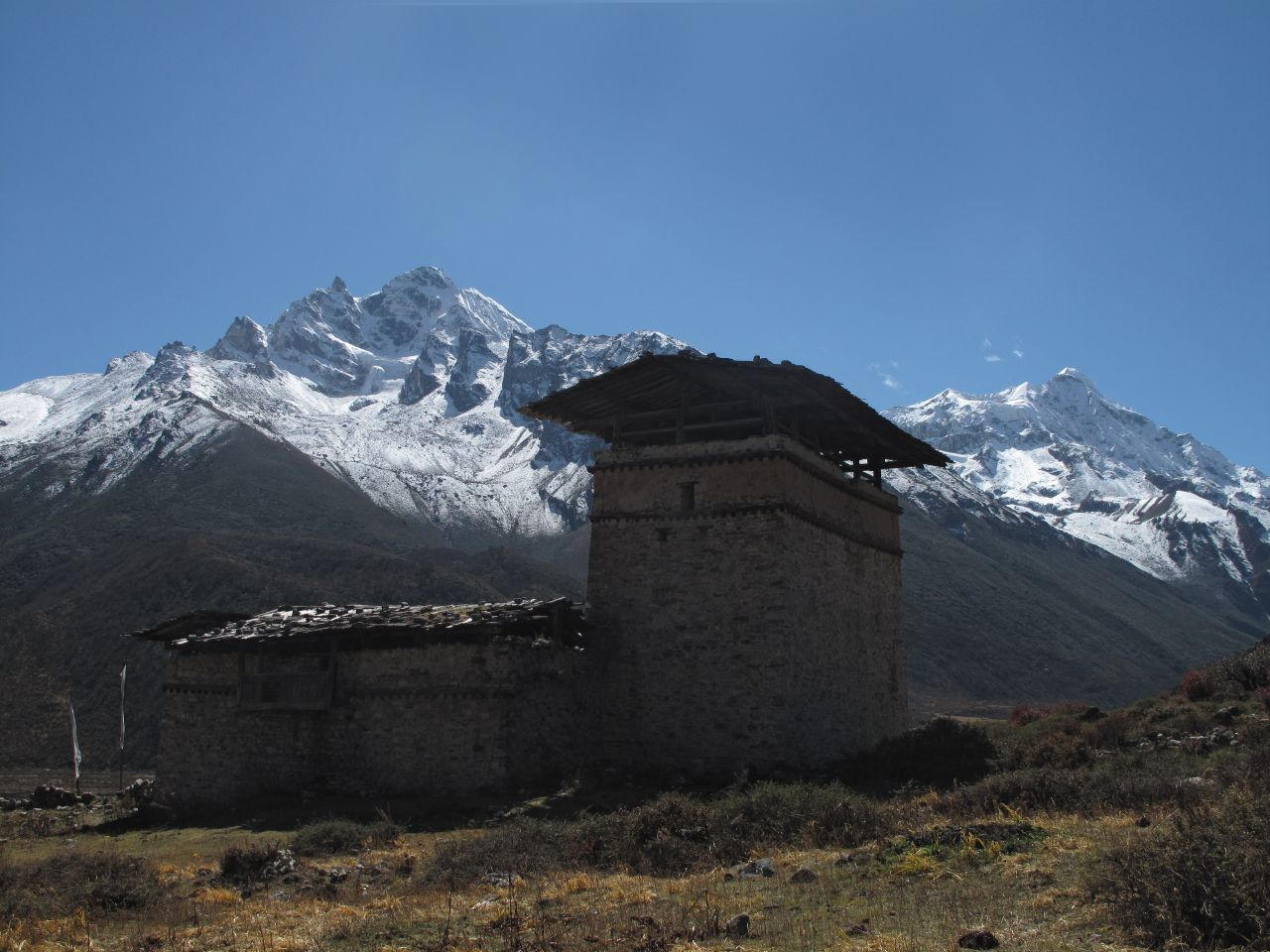 2009-10-19 (28)  Lunana (Pho Chhu) Valley. Chozo Dzong