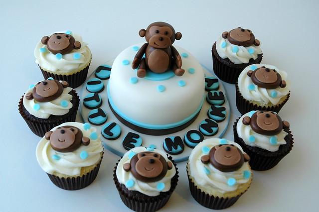 Cupcakes and mini cake for monkey themed baby shower flickr photo sharing - Baby shower monkey theme cakes ...