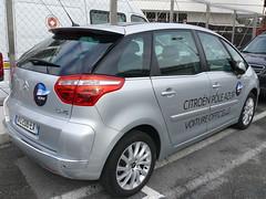 renault scã©nic(0.0), automobile(1.0), family car(1.0), vehicle(1.0), citroã«n c4(1.0), subcompact car(1.0), compact car(1.0), land vehicle(1.0), hatchback(1.0),