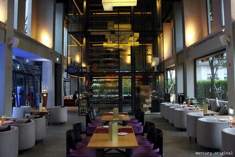 33105303096 f0bd5634be b - 熱血採訪 | 台中西屯【Beluga Restaurant Bar 法式餐廳】夜太美!都會享樂景觀池畔,氣氛優雅浪漫的約會餐廳(已歇業)