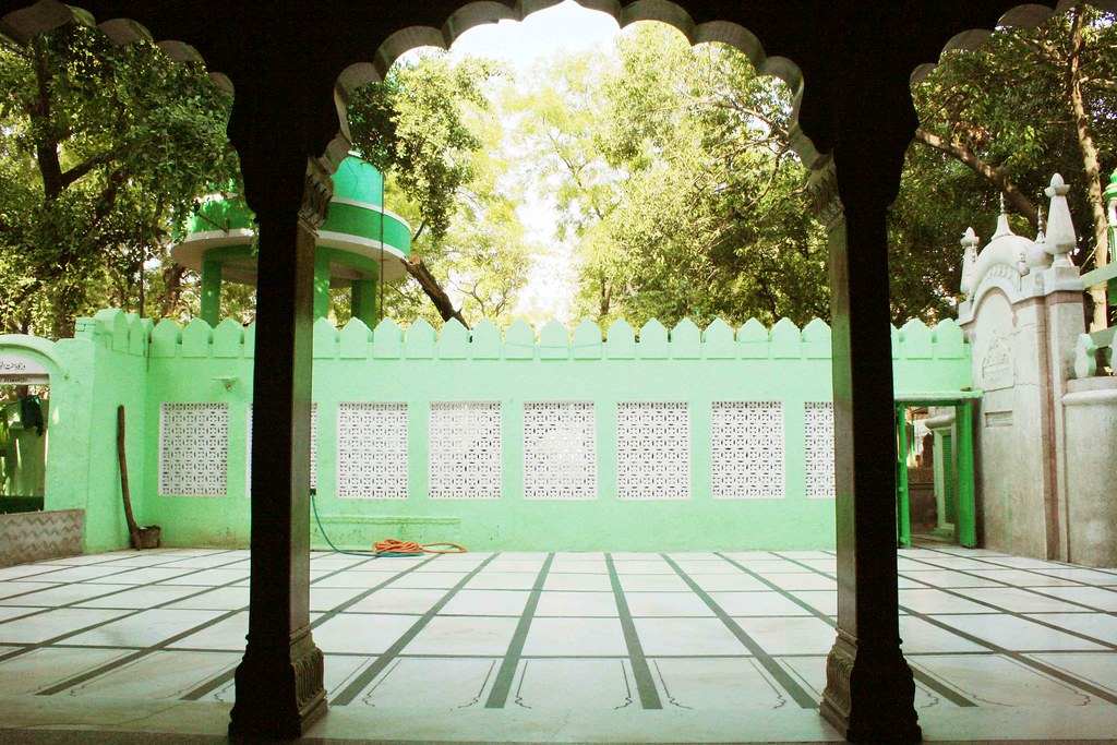 City Escape – Khwaja Baqi Billah's Dargah, Sadar Bazaar Area