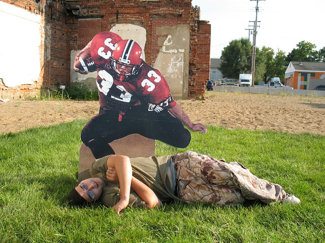 Funny Sculpture Photos: 15 People REALLY Excited To Pose ...