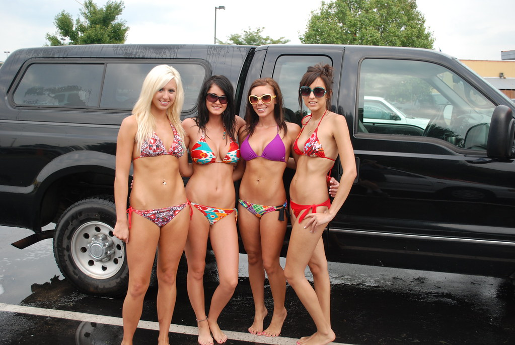 Hooters Bikini Car Wash