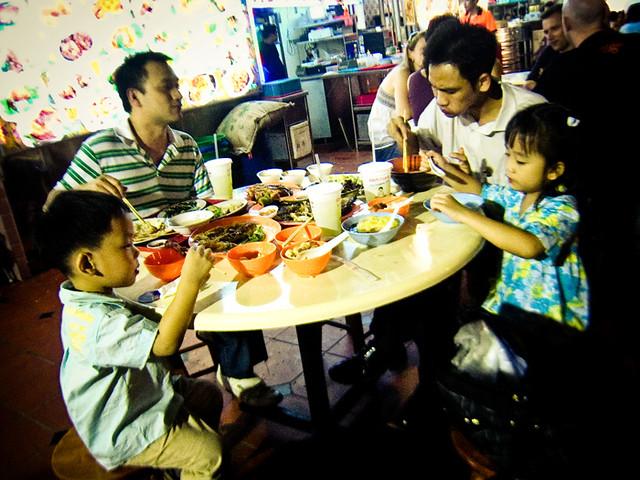 Eating at Lau Pa Sat @Singapore