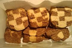 meal(0.0), breakfast(0.0), produce(0.0), baking(1.0), baked goods(1.0), cookies and crackers(1.0), food(1.0), dessert(1.0), cookie(1.0), snack food(1.0), biscuit(1.0),