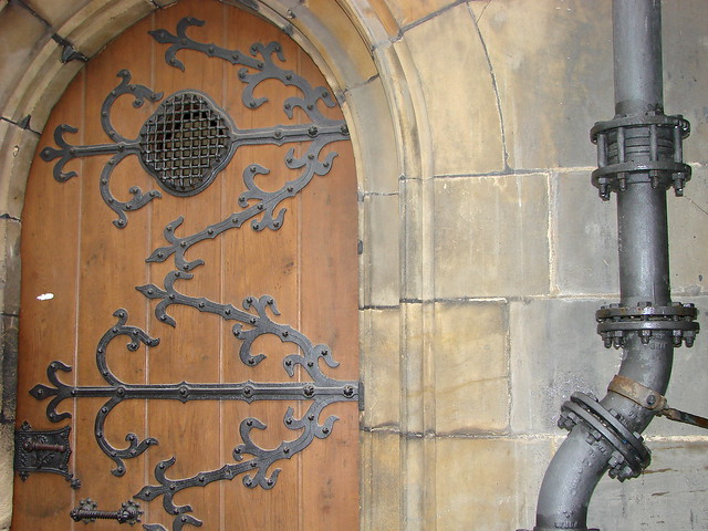 Wooden door with ironwork and piping prague castle for Door z prague