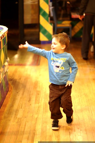 sequoia performs an after dinner dance in pepino's mexican restaurant    MG 8819