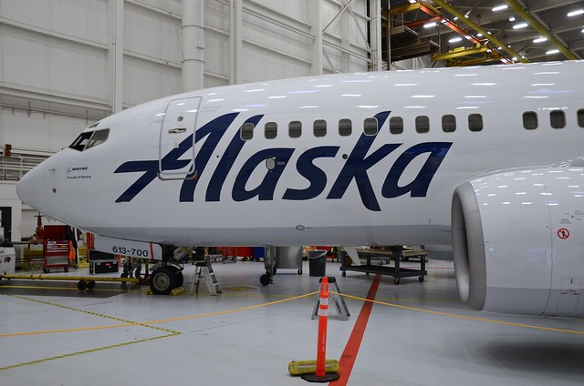 Alaska Airlines Boeing 737-700 N613AS