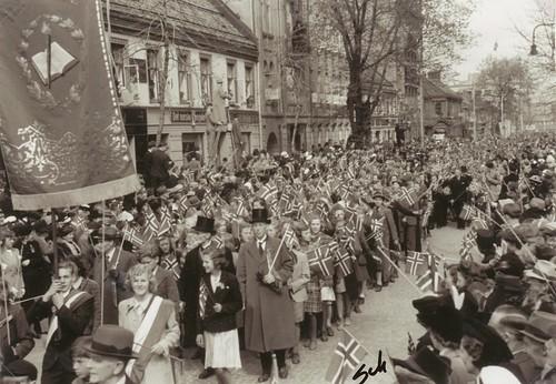 Ila skoles opptog i Trondheim 17 Mai 1945