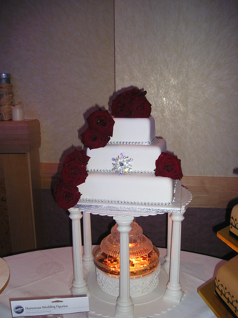 White Square Rich Red Roses Square wedding cake