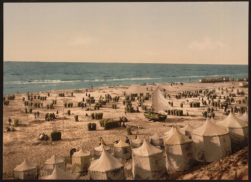 [The beach, Scheveningen, Holland] (LOC)