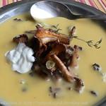 Kartoffel-Cremesuppe mit Pfifferlingen