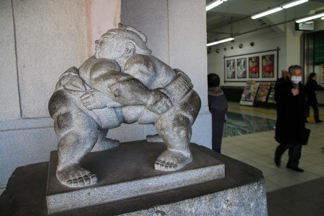 Sumo wrestling statue