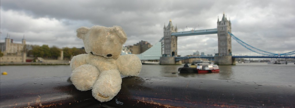 Little 'S' in front of Tower and Tower Bridge