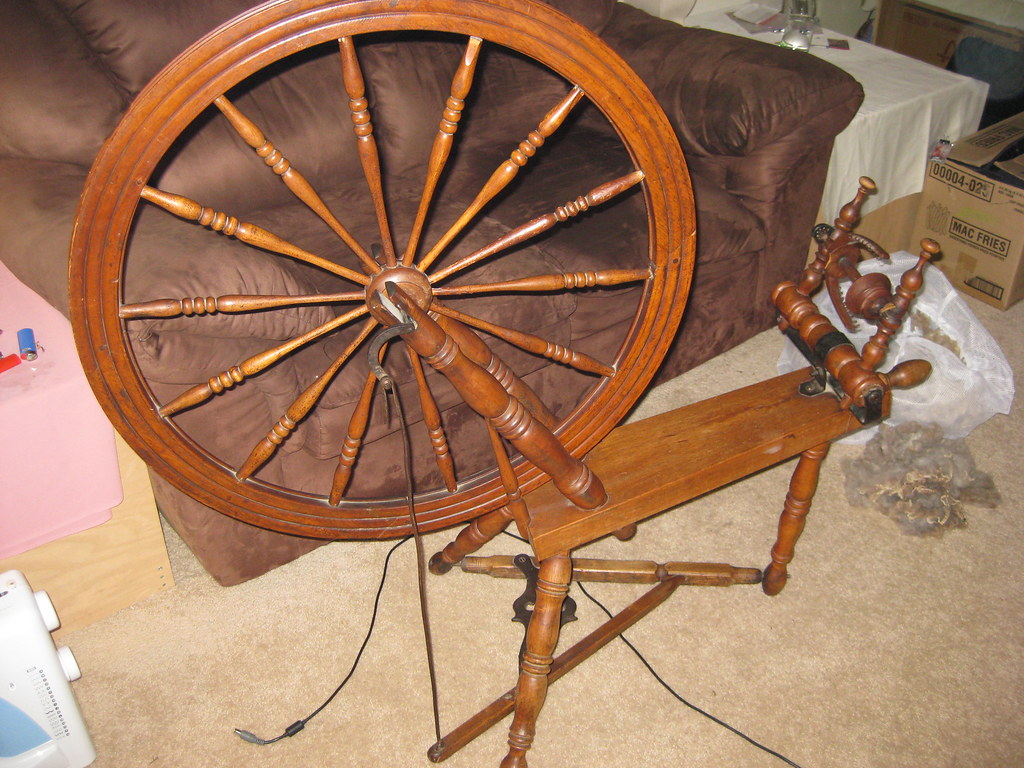 Antique Spinning Wheel Pictures