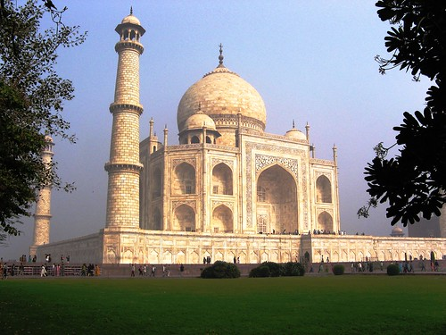 Taj Mahal from the lawn by Rameshng