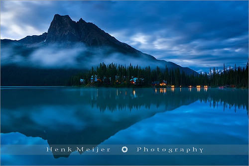 park mountain lake canada reflection nature water clouds sunrise canon reflections landscape reflecting landscapes britishcolumbia lodge national emerald meijer henk emeraldlake yohonationalpark floydian canoneos1dsmarkiii wrappingclouds emeraldinblue