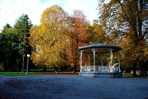 park city autumn trees sky people tree colors grass leaves clouds way october si autumncolors slovenia pavilion slovenija mb 2009 maribor citypark twop jesen nikond60 sareni mestnipark musicalpavilion