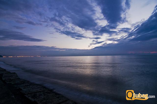 Morze w Batumi nocą