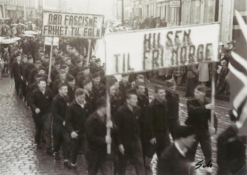 Jugoslaviske krigsfanger i Borgertoget i Trondheim 17 Mai 1945
