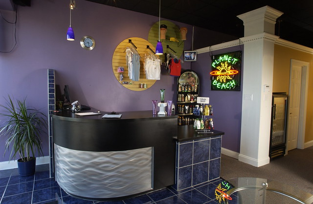 R r tanning salon front desk flickr photo sharing for Salon n 6 orleans
