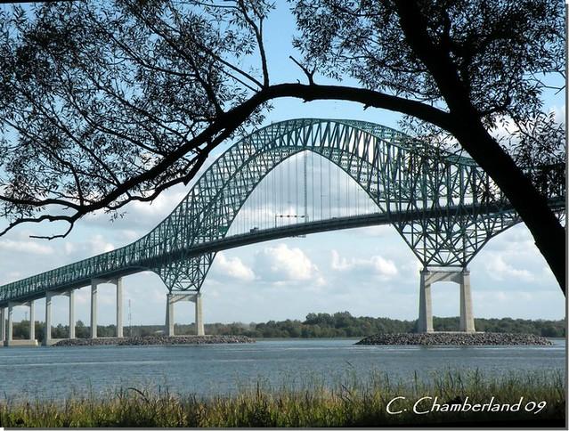 Le pont Laviolette! por Carmen C Chamberland