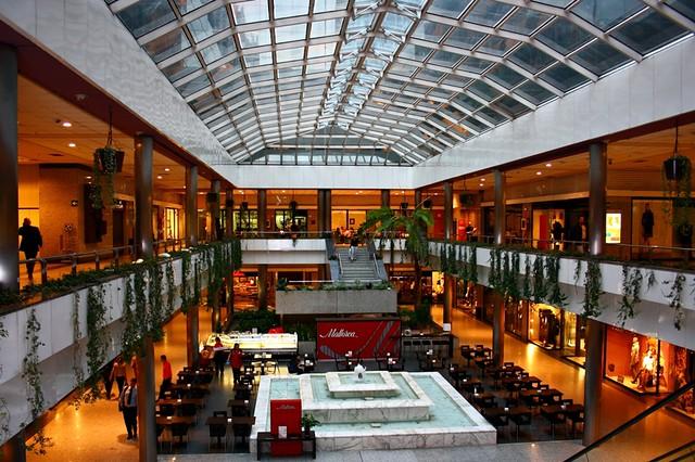 Centro comercial moda shopping avenida general per n for Centro comercial sol madrid
