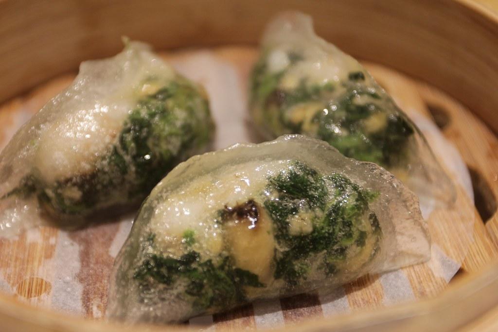 鮮蝦菠菜餃,晶瑩剔透,裡頭餡料也很飽足