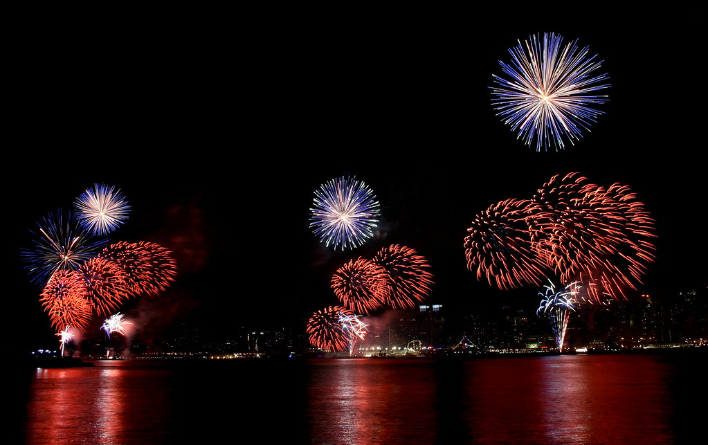 Macy's 4th of July Fireworks over the Hudson River & Manhattan (large)