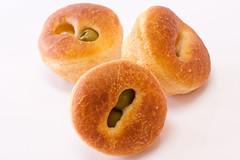 doughnut(0.0), pastry(0.0), produce(0.0), fruit(0.0), anpan(0.0), baked goods(1.0), food(1.0), dish(1.0), dessert(1.0), cuisine(1.0), snack food(1.0), bagel(1.0),