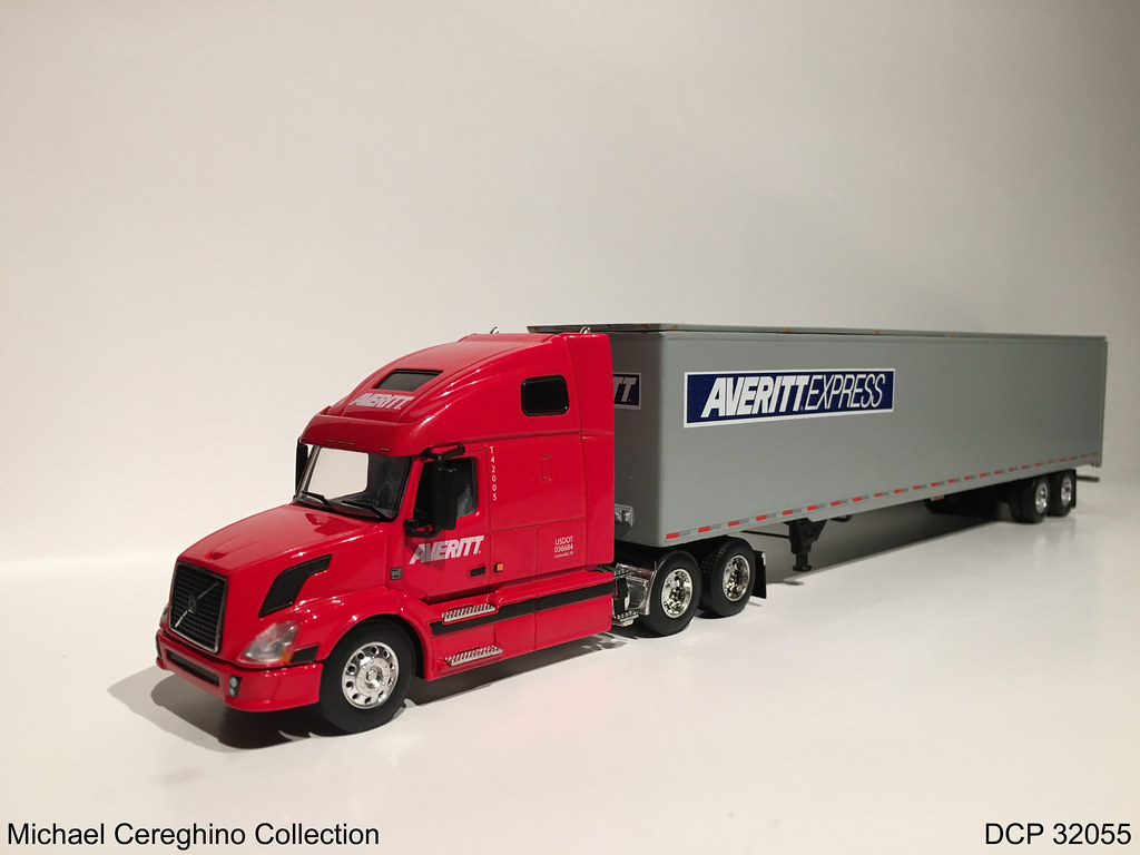 Diecast replica of Averitt Express Volvo, DCP 32055