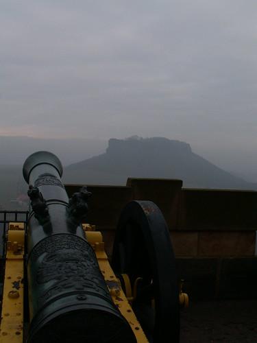 Schweres Geschütz auf der Festung Königstein um preußische Feinde auf der Ebenheit zu vertreiben 549