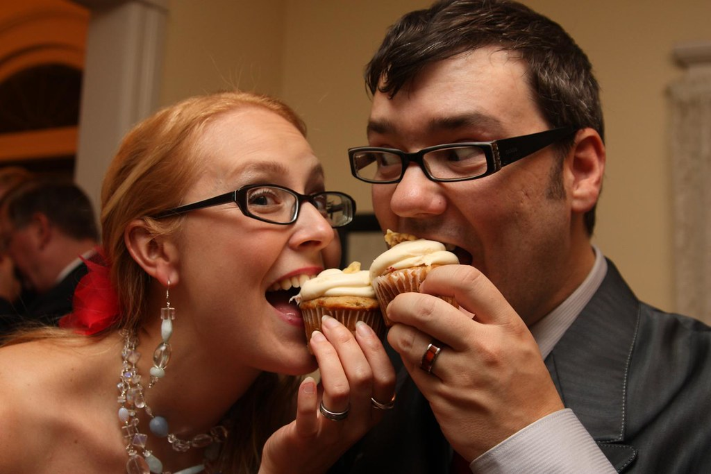 the happy couple with cupcakes