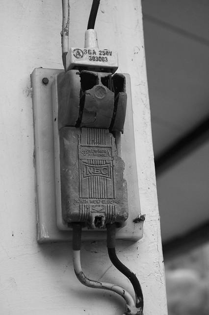 三厢电闸刀开关接线图