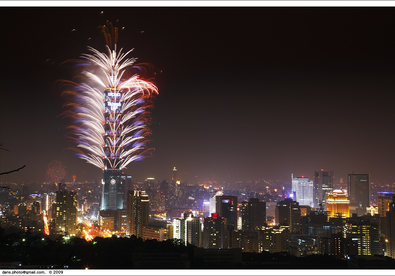 Taipei 101 fireworks at NY2010 台北跨年煙火 - a photo on Flickriver
