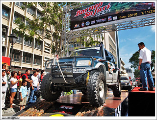 4x4 Borneo Safari 2009 Flag off - Suzuki Vitara No. 123