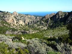 Vue du départ du canyon de Petra Pinzuta depuis le col 635m sur l'ancien sentier de Capeddu
