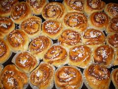 tsoureki(0.0), pä…czki(0.0), baking(1.0), schnecken(1.0), baked goods(1.0), cinnamon roll(1.0), food(1.0), viennoiserie(1.0), dish(1.0), cuisine(1.0), danish pastry(1.0),