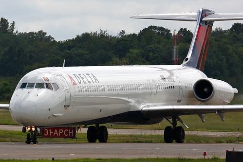 Delta Air Lines - McDonnell Douglas MD-88 (N916DE)
