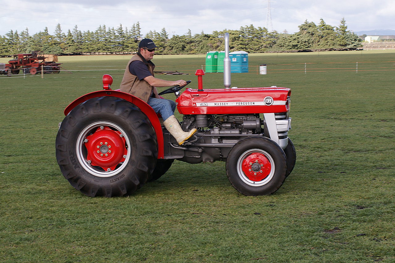 massey ferguson 135 tractor a photo on flickriver. Black Bedroom Furniture Sets. Home Design Ideas