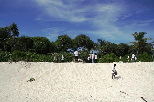Fuvahmulah -  Beach Cleaning
