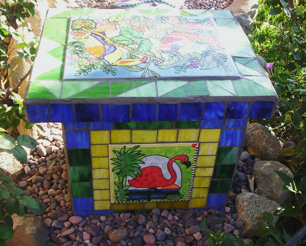 Mosaic Garden Bench I Used 4 Cement Cinder Blocks As The