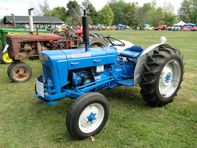 1964 Ford 3000 Tractor : Ford super dexta flickr photo sharing