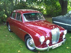 daimler 250(0.0), jaguar mark 2(0.0), jaguar mark ix(0.0), mid-size car(0.0), automobile(1.0), vehicle(1.0), jaguar mark 1(1.0), antique car(1.0), sedan(1.0), classic car(1.0), vintage car(1.0), land vehicle(1.0), luxury vehicle(1.0),