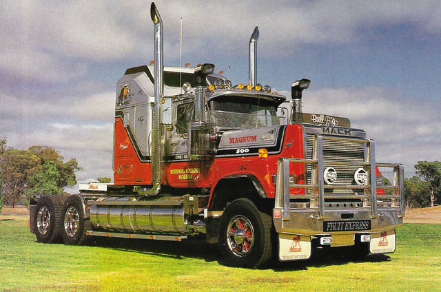 V8 Mack Superliner http://www.flickr.com/photos/34864860@N02/4106263402/