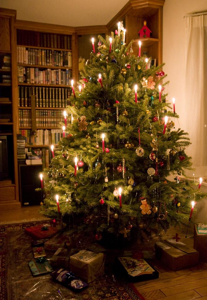Arbol de navidad con candelas