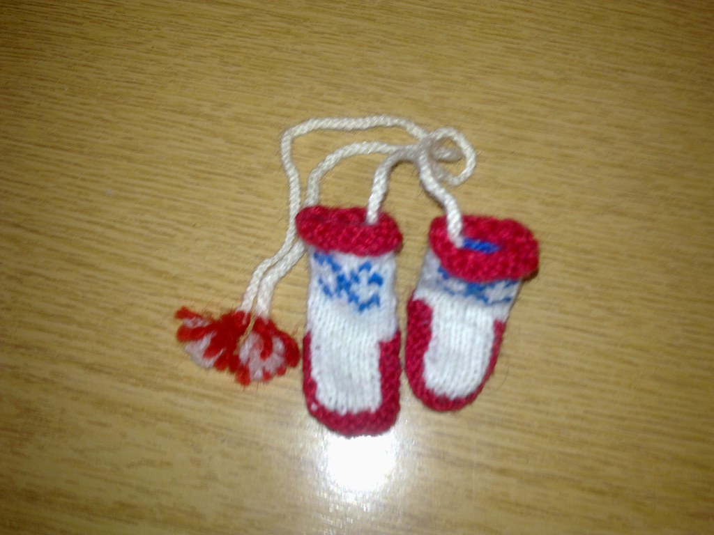 HAND KNITTED SLIPPERS : HAND KNITTED - ACORN BEDROOM SLIPPERS
